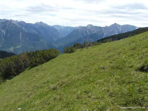 Rückblick auf Saldeiner Spitze und den im Aufstieg durchquerten Latschenstreifen